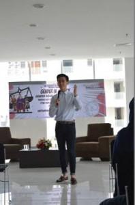 Moderator, Marcellino Yohanes, memandu diskusi dan memberikan kesimpulan